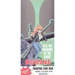 Rubine (HS) - Fenêtre sur rue